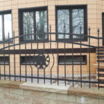 Герб в заборе плазменная резка львы Калининград